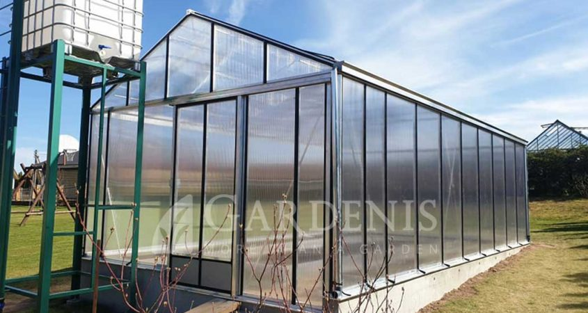 MAGNA-greenhouse-on-wall-siltnamis-Gardenis