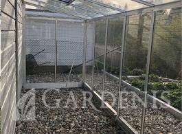 Siltnamis-stiklinis-prie-namo-sienos-Gardenis