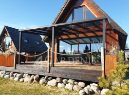 Stogine-kaimo-sodybos-terasai-aliuminine-stikline-Gardenis