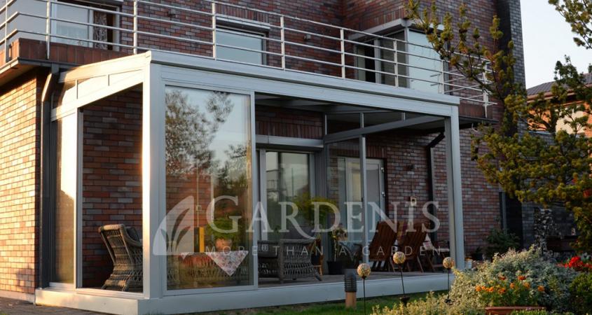 terasa-veranda-pilka-gardenis
