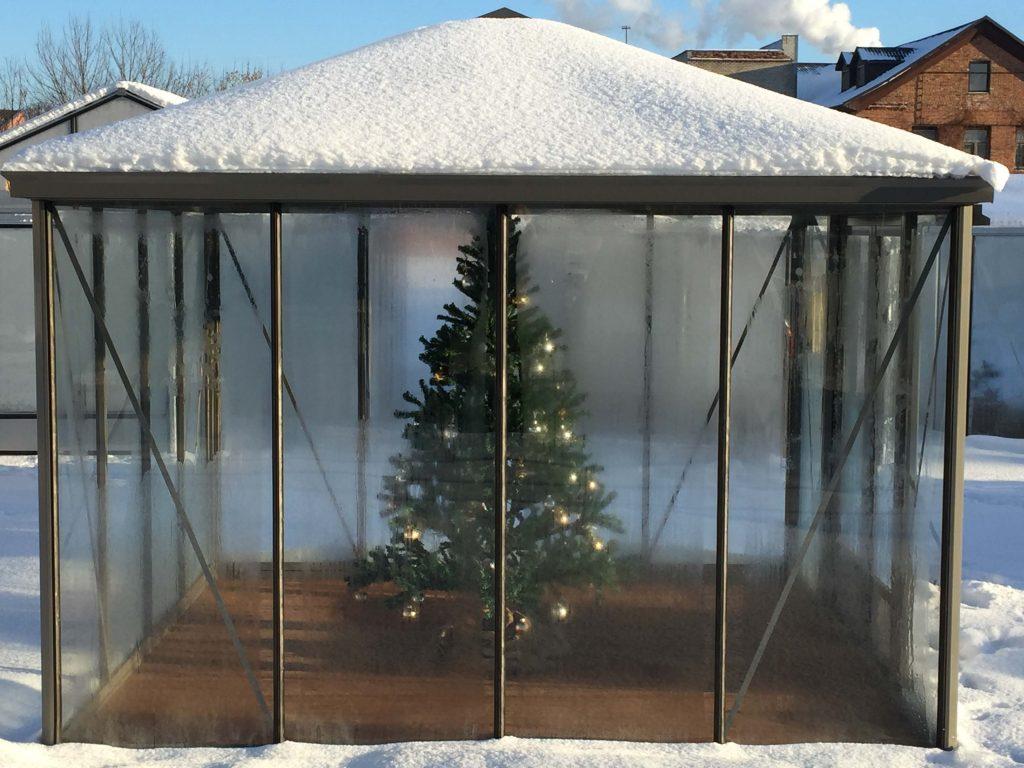 Šiltnamis oranžerija žiemą Kalėdos Gardenis