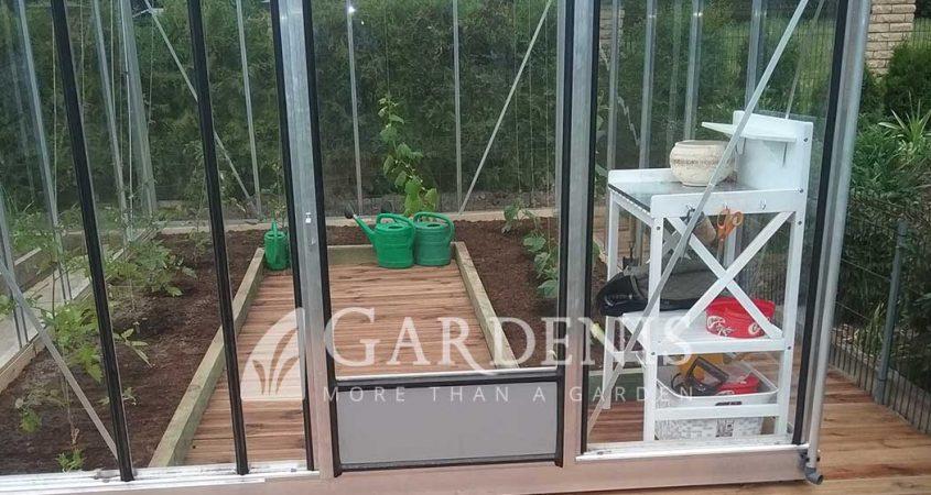 Medinis-staliukas-siltnamiui-Gardenis