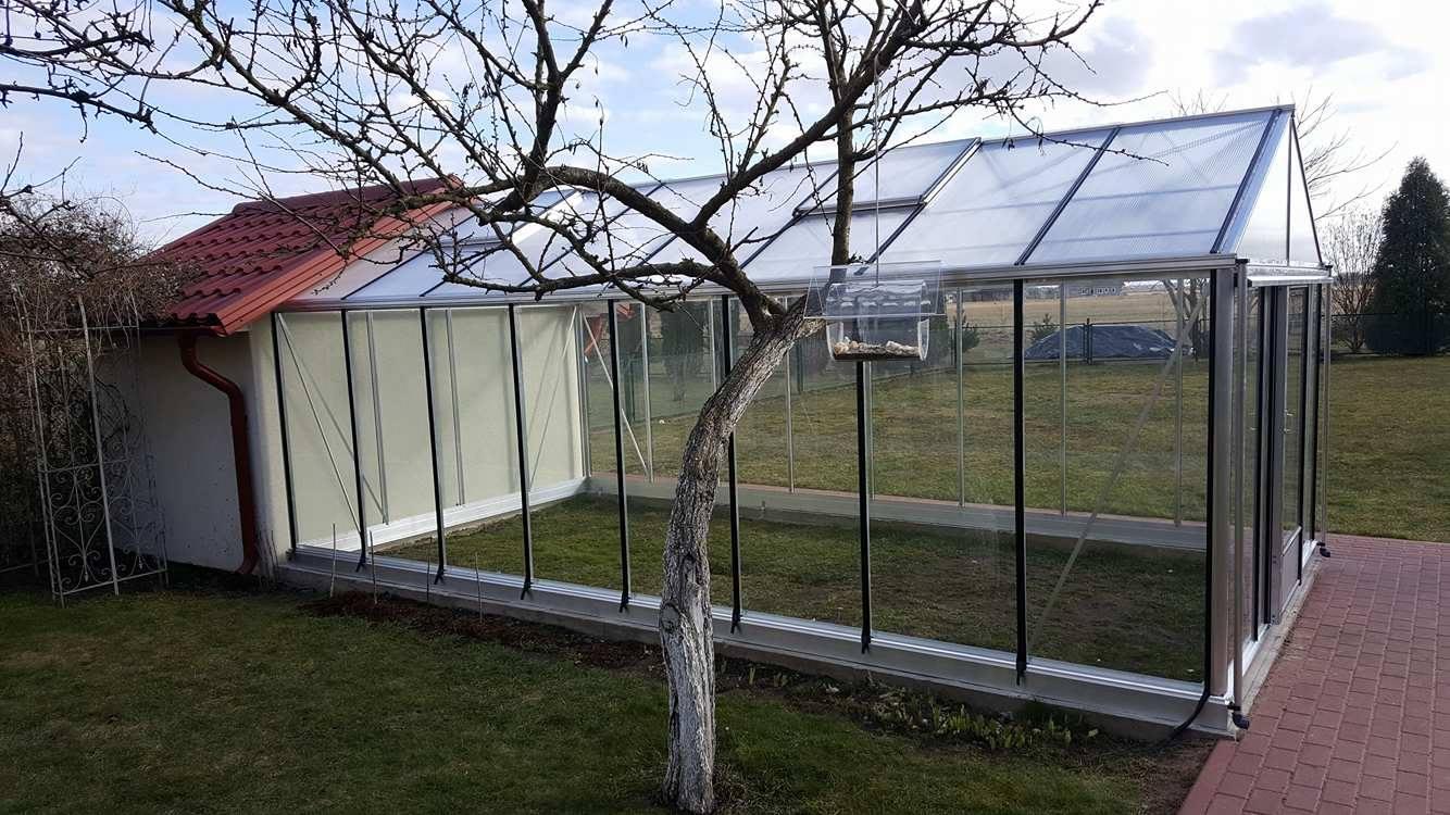 prie-sienos-ventus-stiklinis-siltnamis