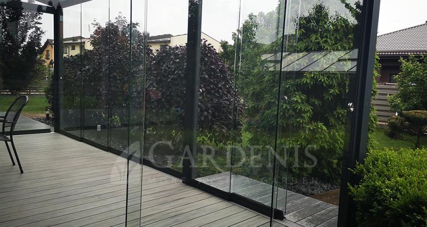 Bereme-stiklinimo-sistema-veranda-Gardenis-frameless-sliding-veranda-systems