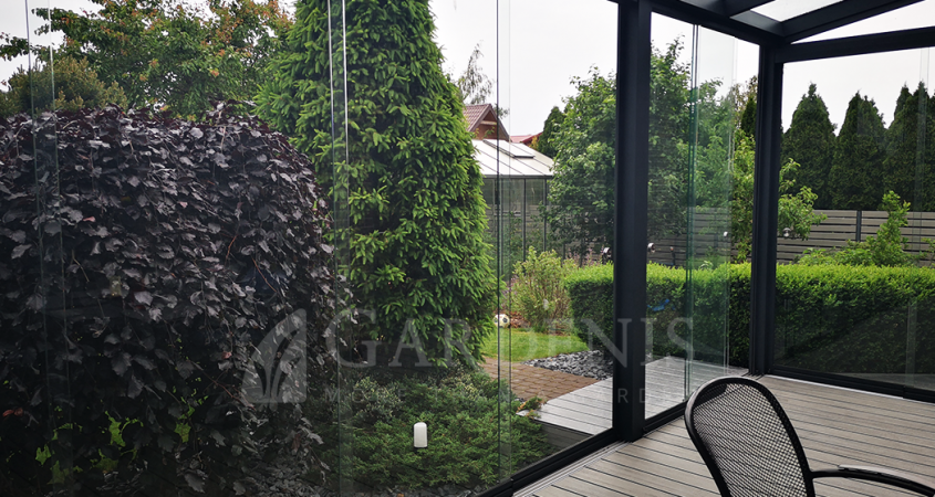 Stikline-veranda-sliding-frameless-glass-systems-Gardenis