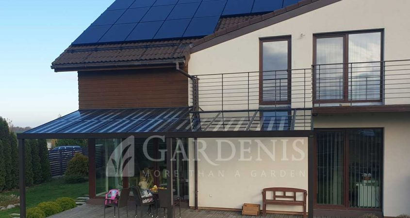 Saules-baterijos-ant-namo-terasos-stogo-Gardenis-b