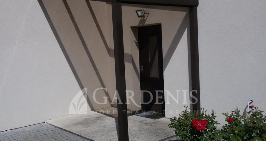 stogelis-prie-duru-Gardenis